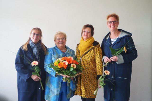 Edith Fürst - Kursleiterin mit Teilnehmerinnen